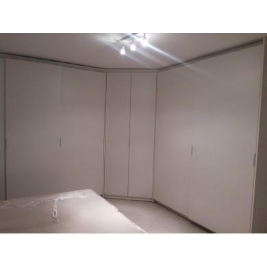Ъглови гардероби с плъзгащи се врати